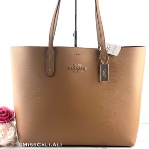 NWT COACH Town Tote Pebbled Leather Bag - Light Saddle